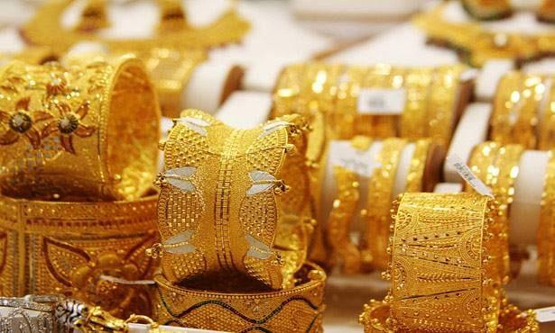 8 جنيهات انخفاضا بأسعار الذهب عمر سالم شهدت أسعار الذهب اليوم انخفاضا بنحو 8 جنيهات حيث سجل عيار 21 الأكثر تداو Gold Jewelry Gold Price Gold Souk