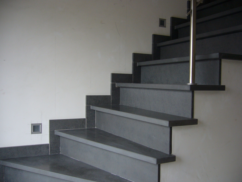 Exclusieve trap in basalt house trappen natuursteen en trap