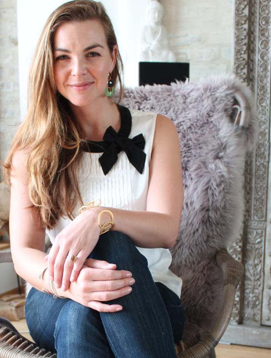 Annika Kipp liebt ihre neue PippaJean Yona Bracelet! Auch die Peacock Chandeliers Earrings stehen ihr hervorragend. Wer würde da nicht schwach werden?!