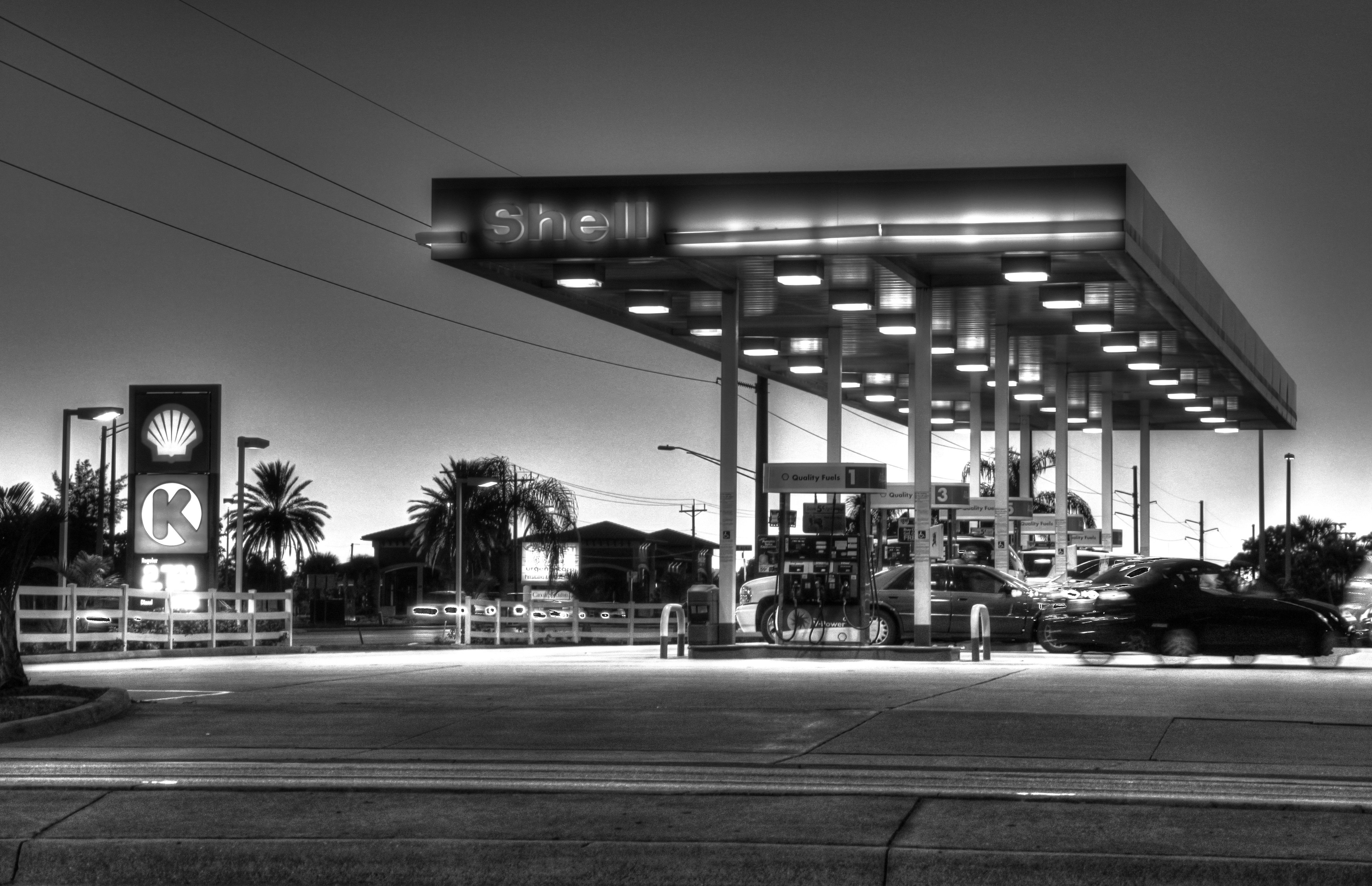 This is my favoutite gas station in Cape Coral, FL. It looks like this every evening. Well, nearly, the Shell folks did not paint it b/w, that was me.