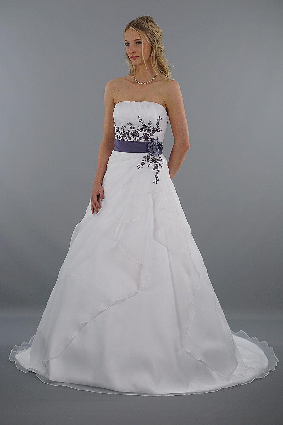 Modell Leona   Farbe weiß, Lila und Brautkleid
