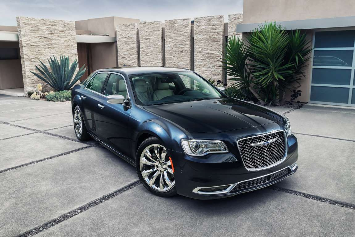 2015 Chrysler 300C Platinum - Provided by Automobile