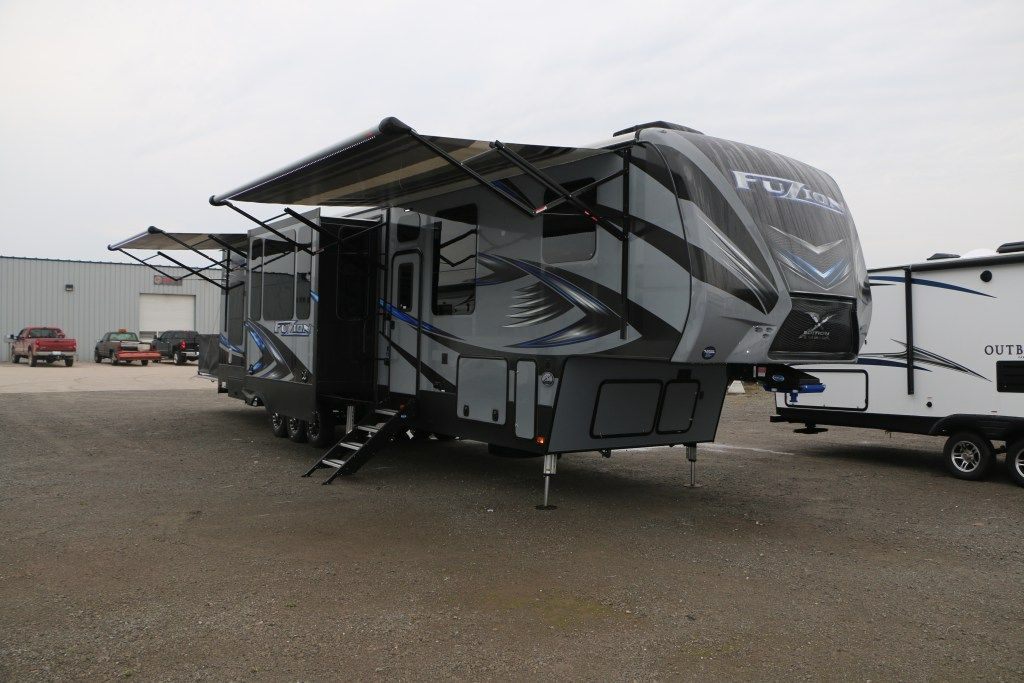 2013 2017 Lakeshore Rv Toy Hauler Toy Hauler Rv 5th Wheel Toy