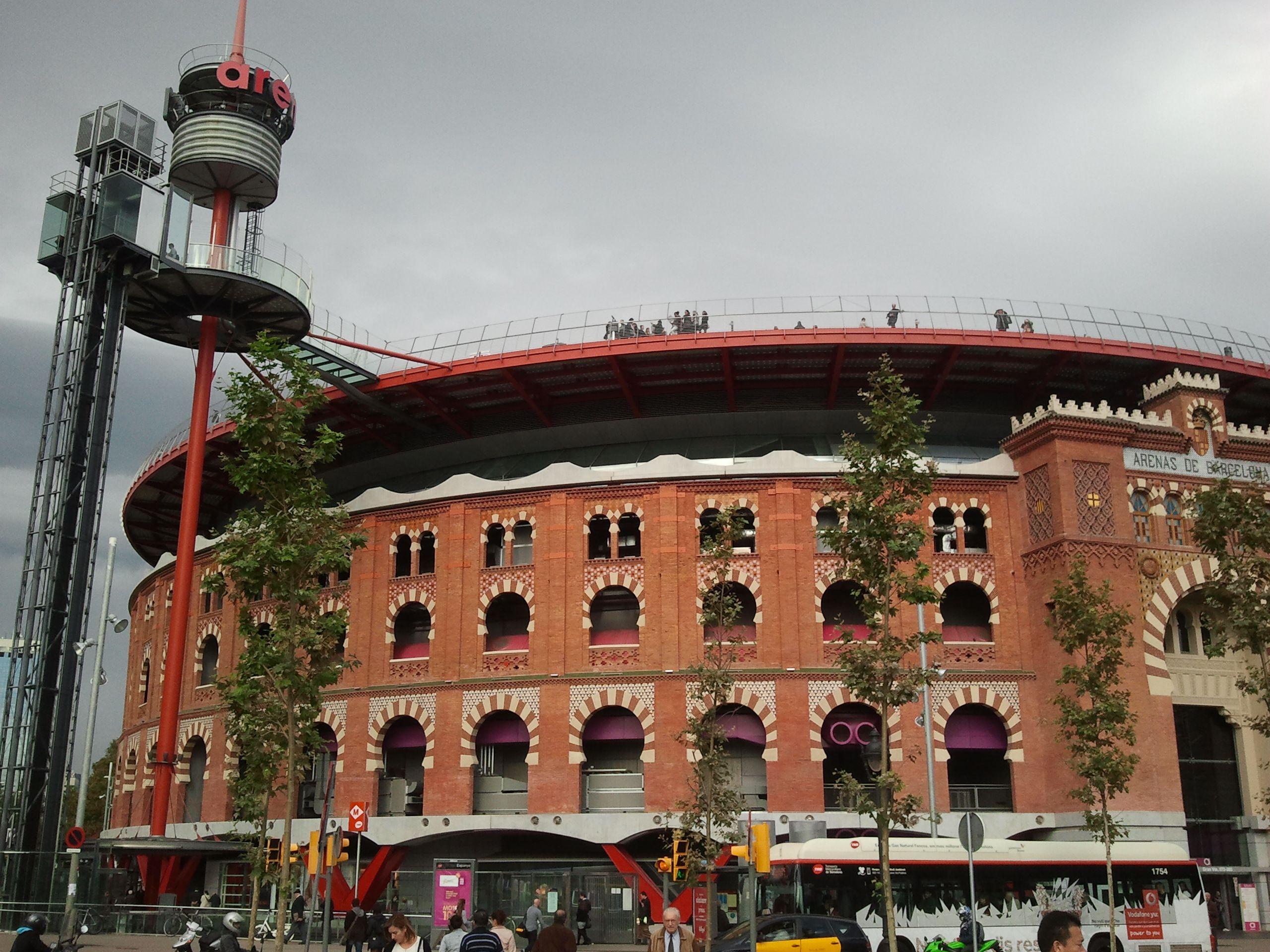 Monjuic Plaza De Toros Reconvertida A Centro Comercial Plaza De Toros Estación De Metro Centro Comercial