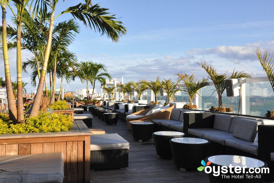 10 Best Hotel Rooftop Bars Across The U S 1 Hotel South Beach Oyster Com With Images Rooftop Design Rooftop Bar Design Hotel Rooftop Bar