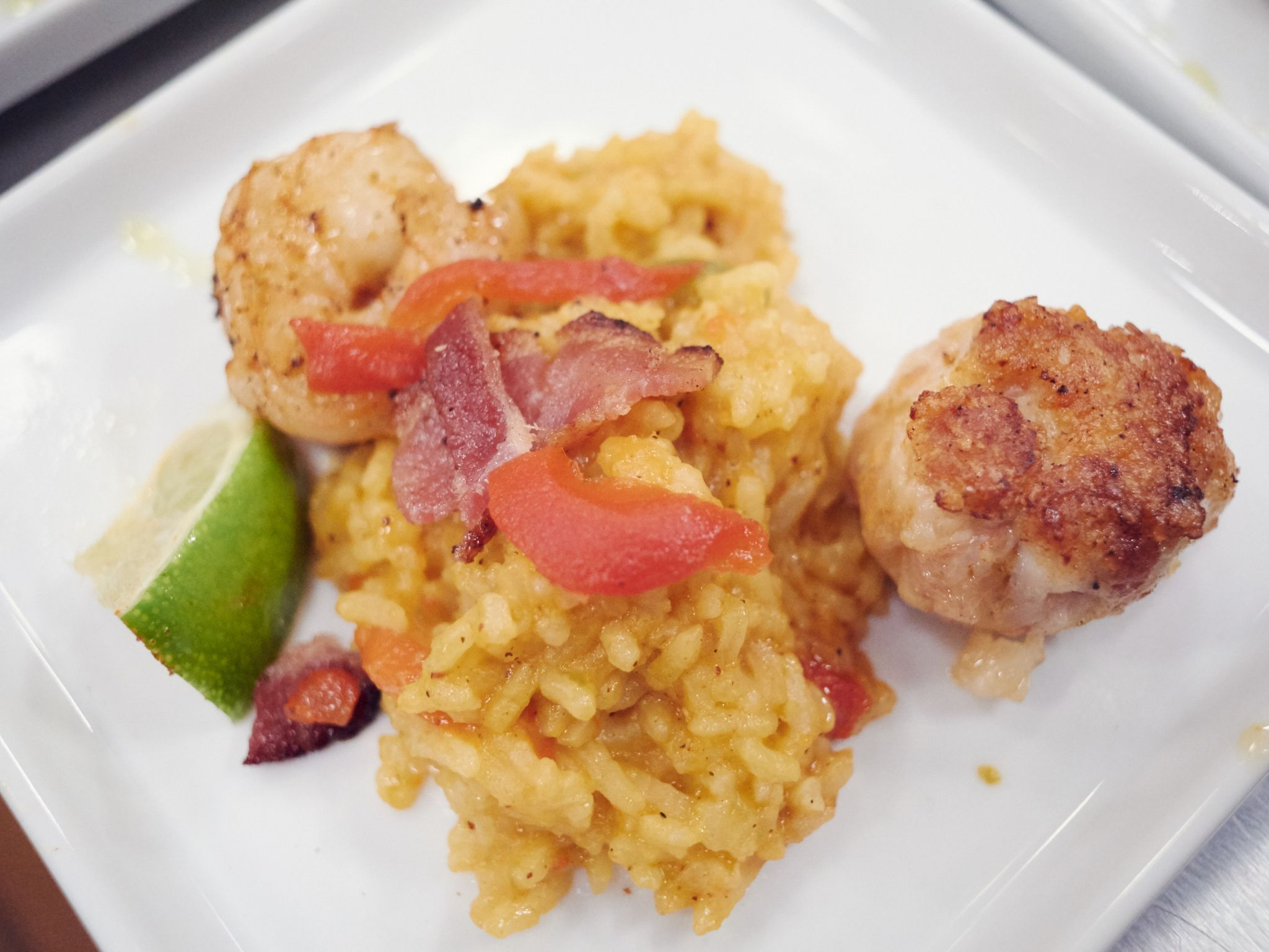 Paella with prosciutto chicken patty receta paella with prosciutto chicken patty forumfinder Choice Image