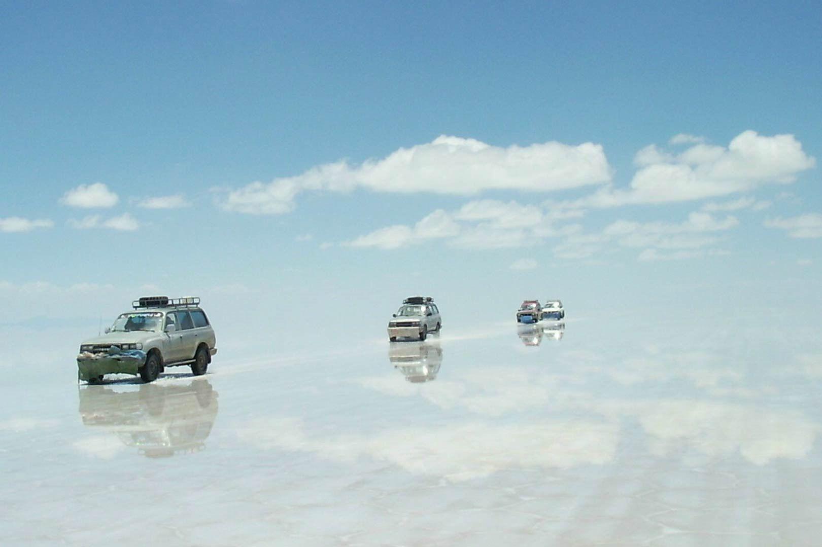 The World S Largest Salt Flat Salar De Uyuni Is Located In Southwest Bolivia At 10 582 Square Kilo Uyuni Bolivia Deserts Of The World Salar De Uyuni Bolivia