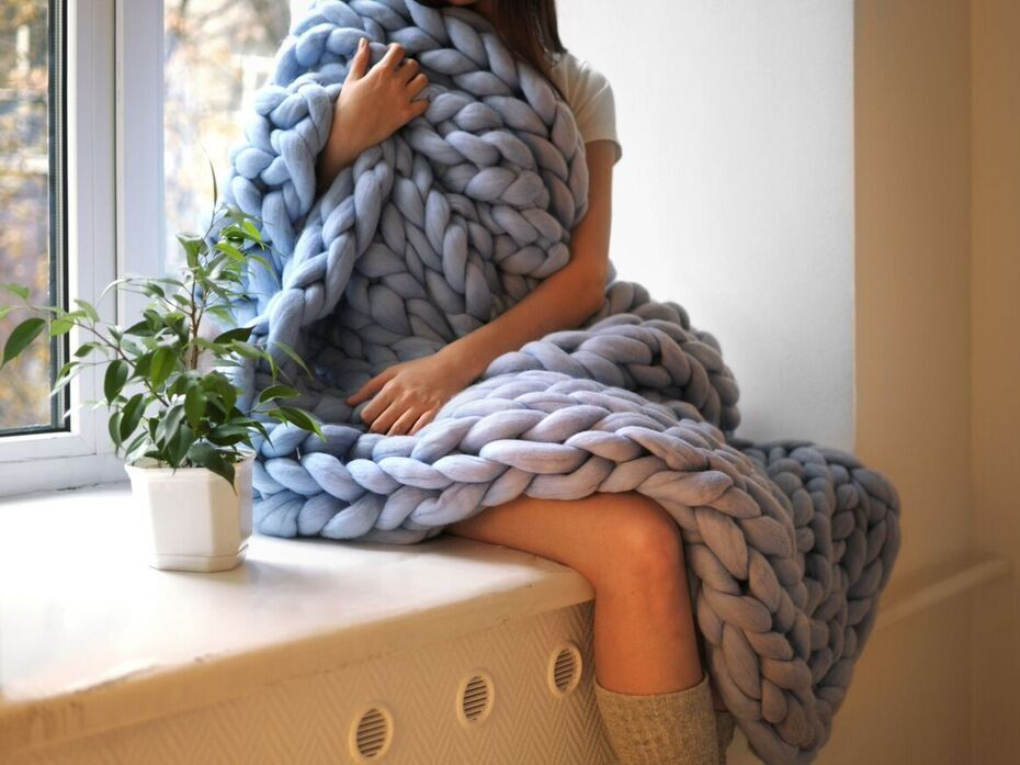 This woman makes a fortune selling massive blankets she knits ...