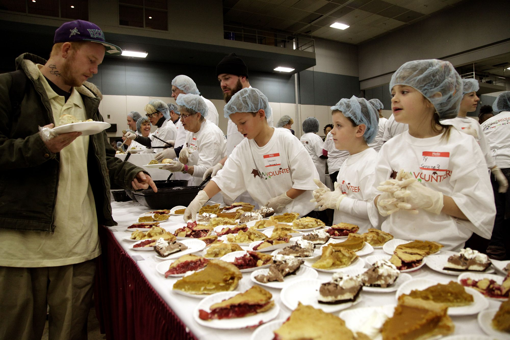 6 places your kid can volunteer this Thanksgiving in