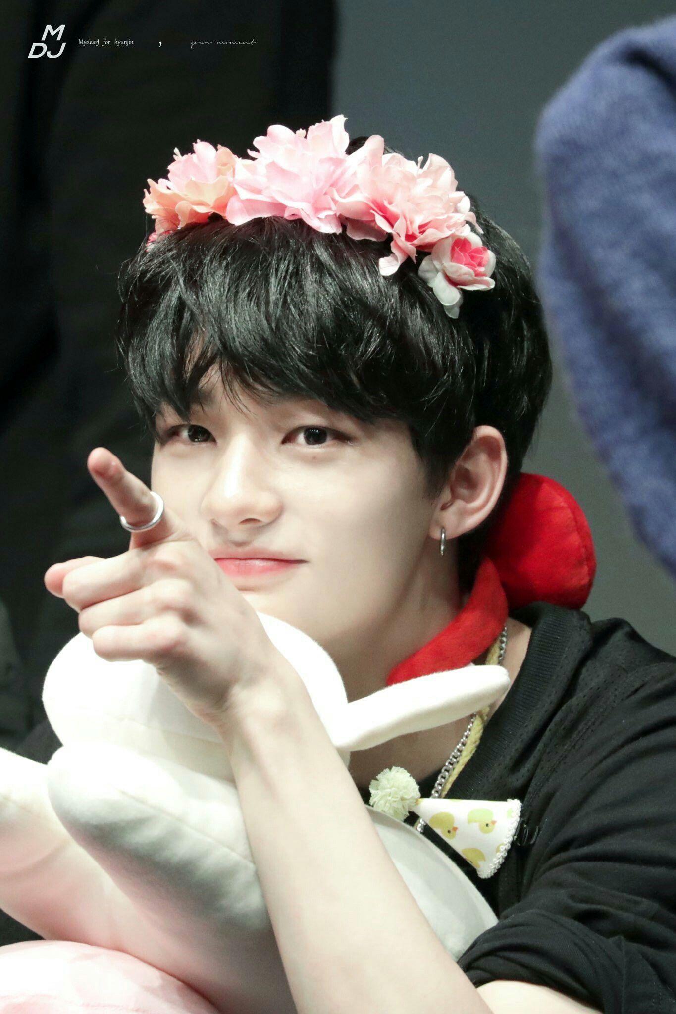 Straykids Hyunjin That Mole Under His Eye Is So Cute Flower Crown Korean Music Stray