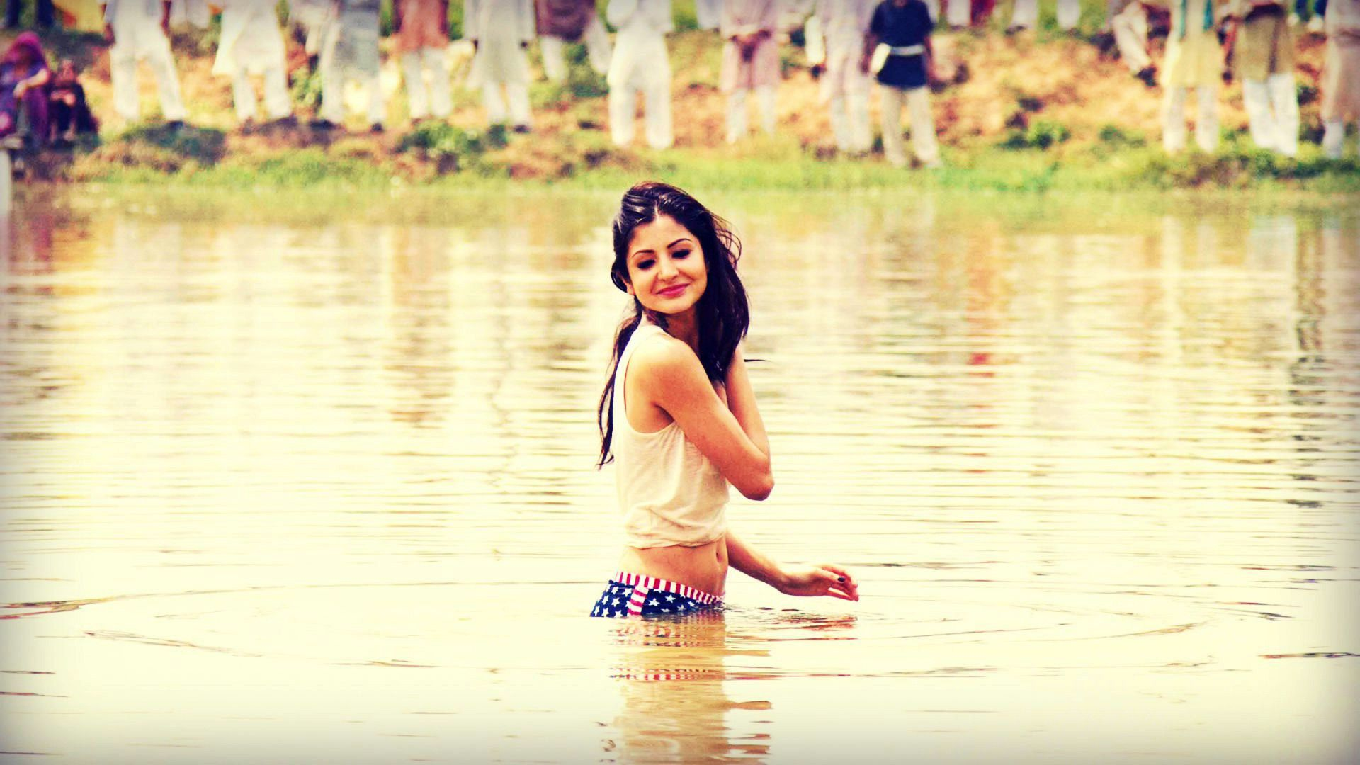 Anushka Sharma | Saree models, Saree designs, Anushka sharma