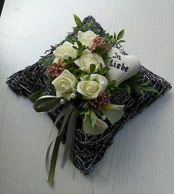 grabgesteck grabschmuck kissen rosen herz in liebe. Black Bedroom Furniture Sets. Home Design Ideas