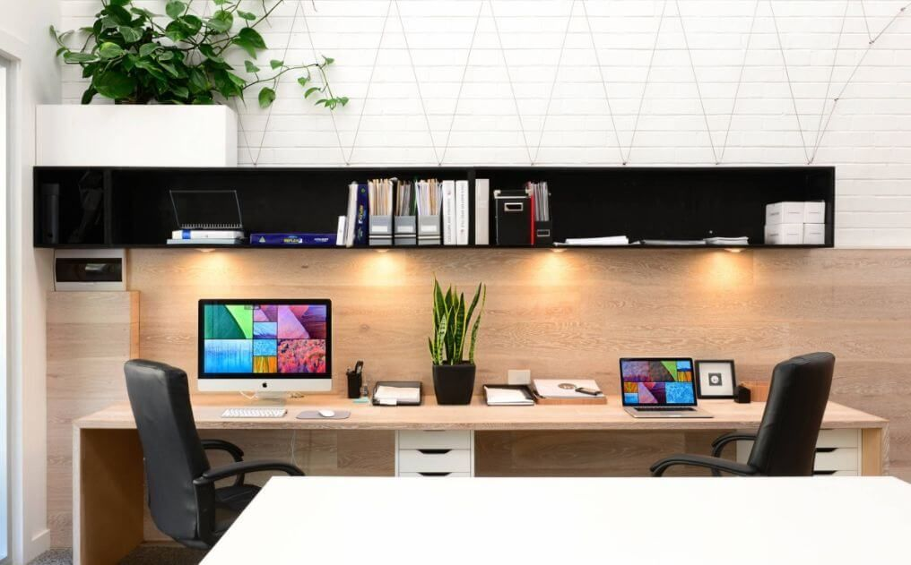 45 Best Two Person Desk Design Ideas For Your Home Office Workspace Home Office Layouts Office Interior Design Home Office Design