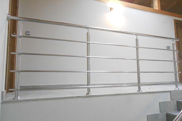 Barandilla de acero inoxidable pulido a espejo para - Barandillas para escaleras interiores modernas ...