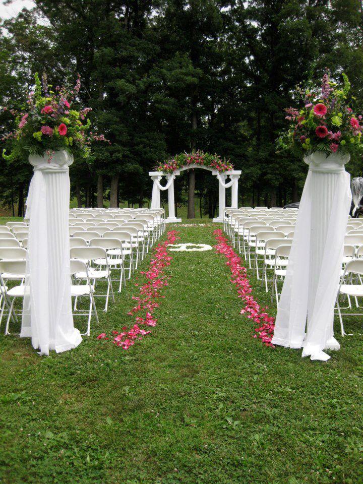 Be Creative With Your Aisle Weddings Thebauerhaus Evansville Wedding Flowers Www