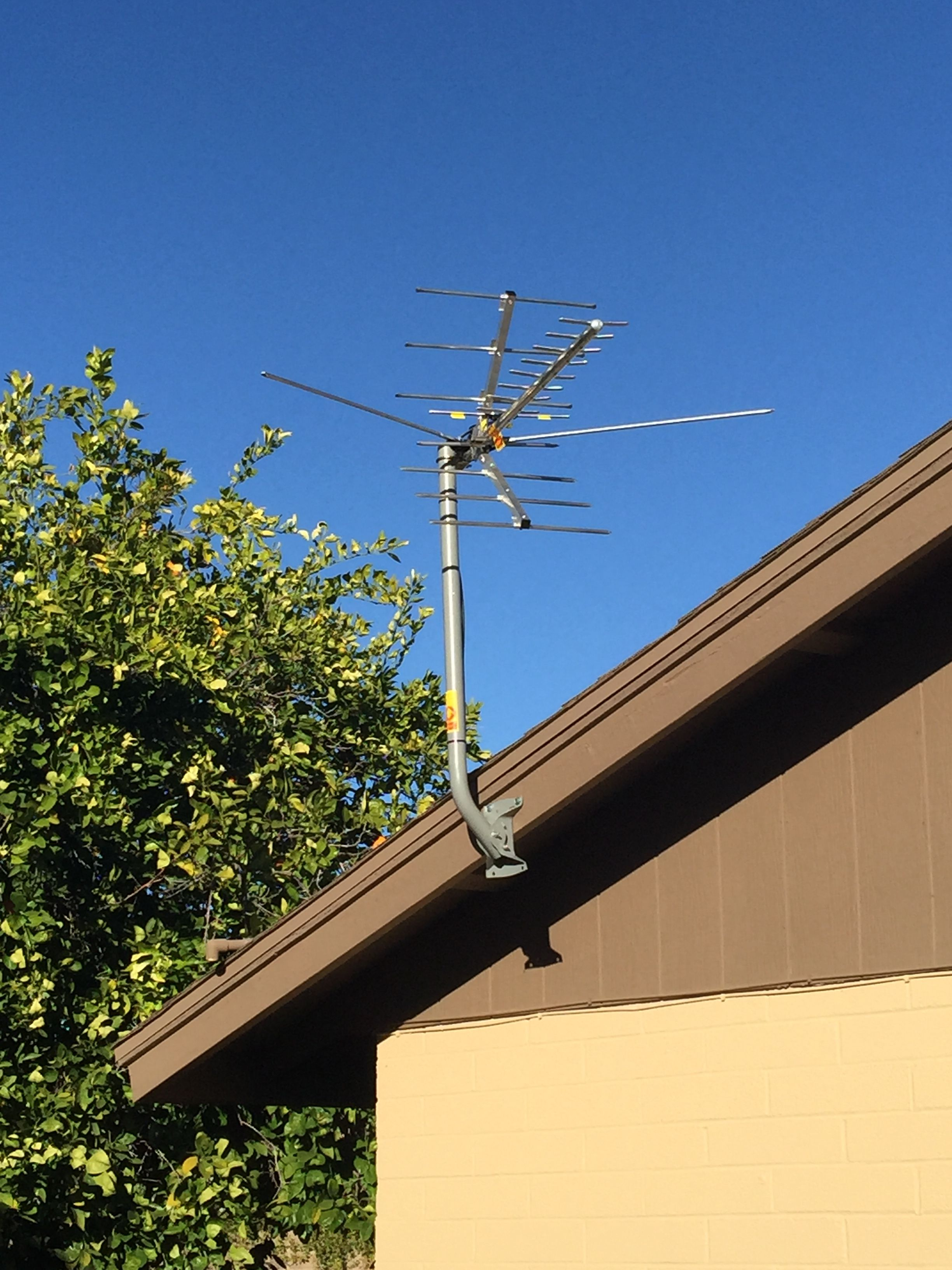 For Ease Of Installation Affix The Hdtv Antenna Mount To The Eve Of Roof On The Side Where The D Mark Wire Box Is Located Fr Hdtv Antenna Installation Hdtv