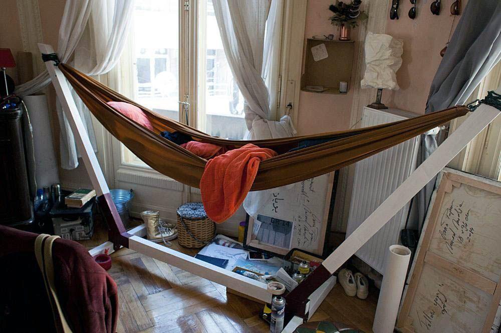 sleeping-hammock-indoors