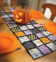 Halloween-Print Table Runner