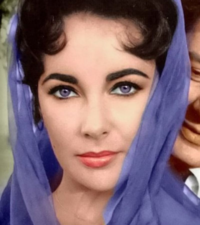 Elizabeth Taylor S Eyes Shown In 14 Rare And Stunning Photos Elizabeth Taylor Eyes Elizabeth Taylor Celebrities