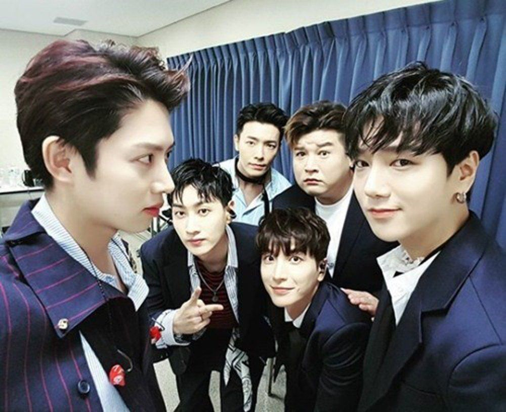 Heechul shares a photo of the Super Junior members reunited http://www.allkpop.com/article/2017/07/heechul-shares-a-photo-of-the-super-junior-members-reunited