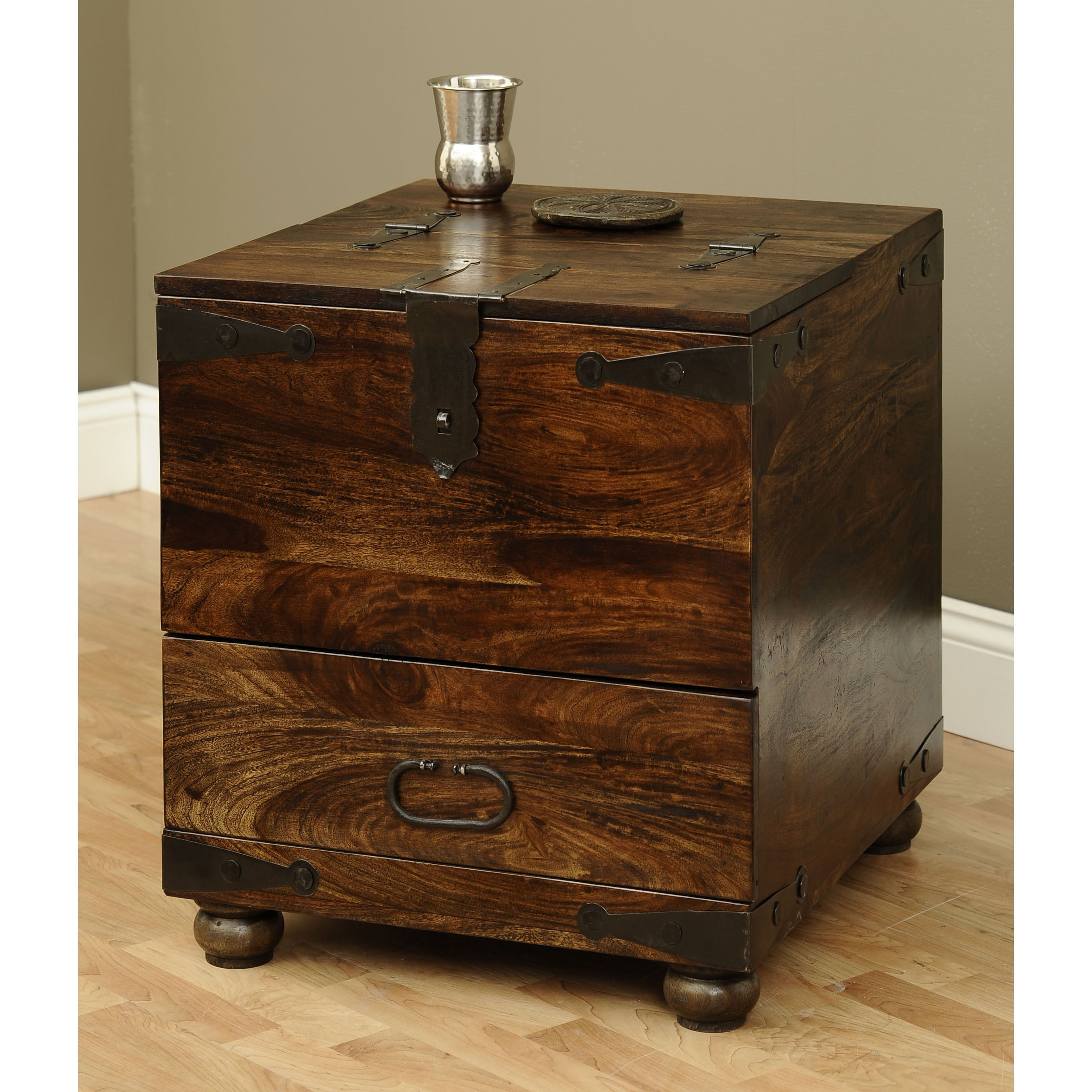 Use this thakat box as a coffee table toy chest or at the end of a