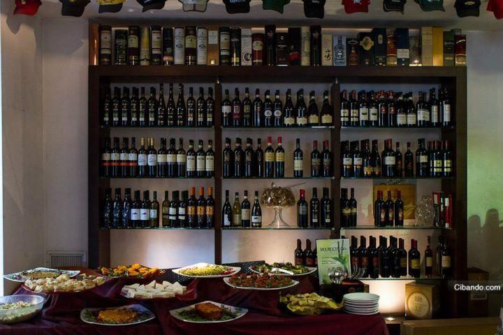 Moonlight Café - Roma  http://www.cibando.com/  #cibando #cercaristoranti #Roma #Italia #restaurant #foodie #food
