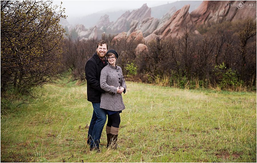 Pretty Foggy Rainy Day Family Photos With Dramatic Red Rocks At Roxborough State Park In Littleton