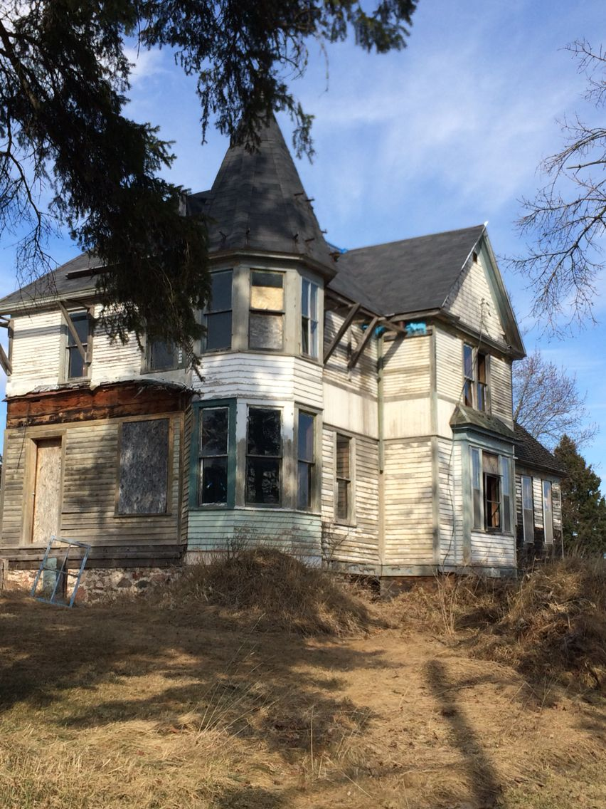 Victorian abandoned house in Butternut Wisconsin