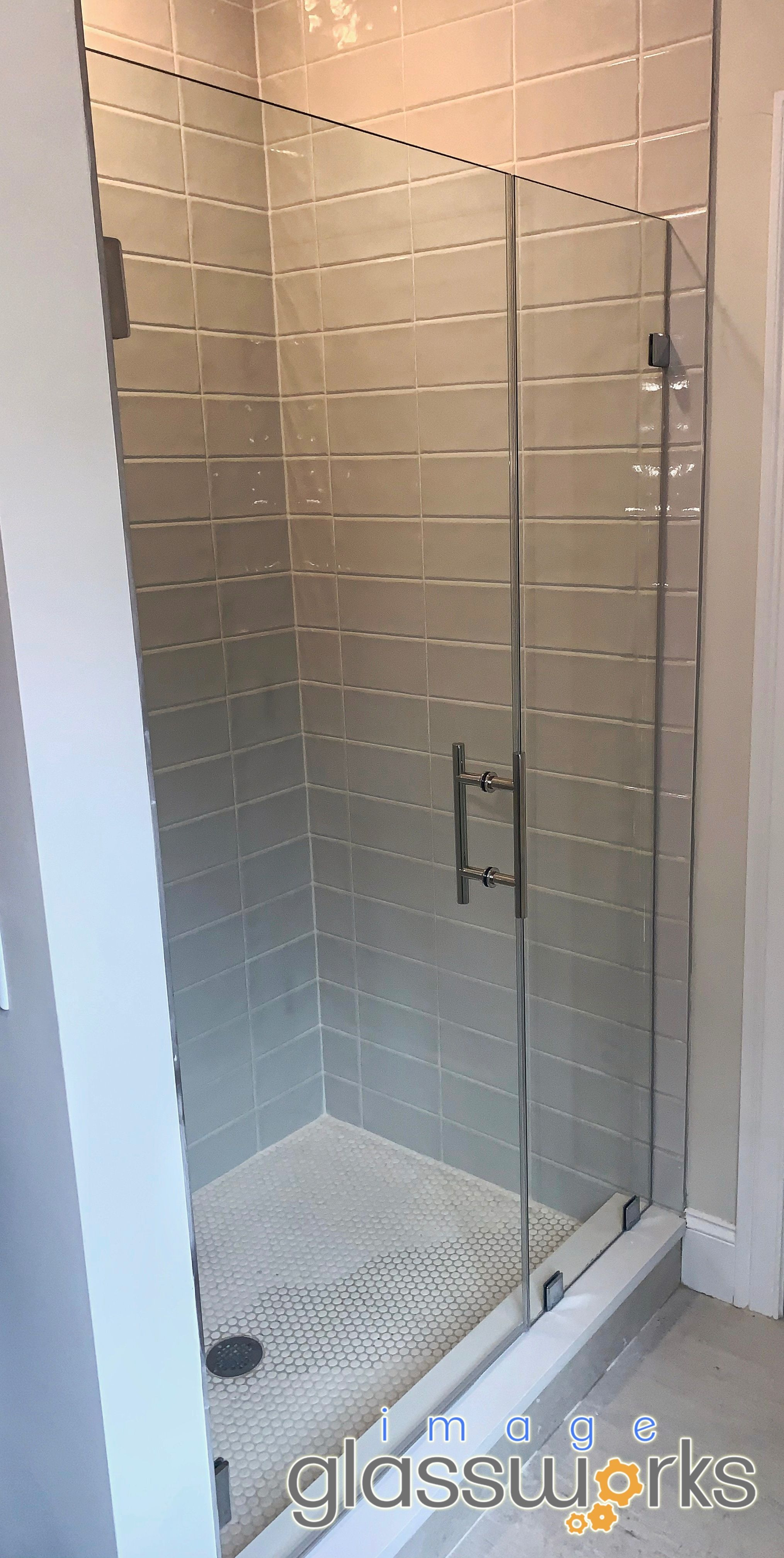 Very Clean Door And Panel With 3 8 Thick Standard Clear Glass Polished Chrome Hardware And A 6 Ladder Pu In 2020 Frameless Shower Doors Shower Doors Polished Chrome