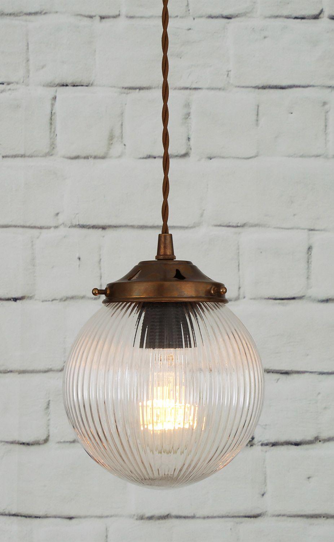 Kleine Pendelleuchte mit prismatischem Kugelglas * | Lighting ...