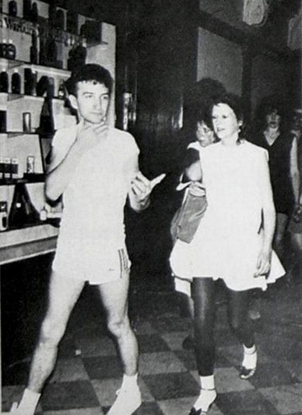 John Deacon Veronica Tetzlaff : deacon, veronica, tetzlaff, Deacon, Lovely, Wife,, Veronica, Tetzlaff., Other, Information, About, Photography, Tetzlaff,, Queen, Freddie, Mercury,