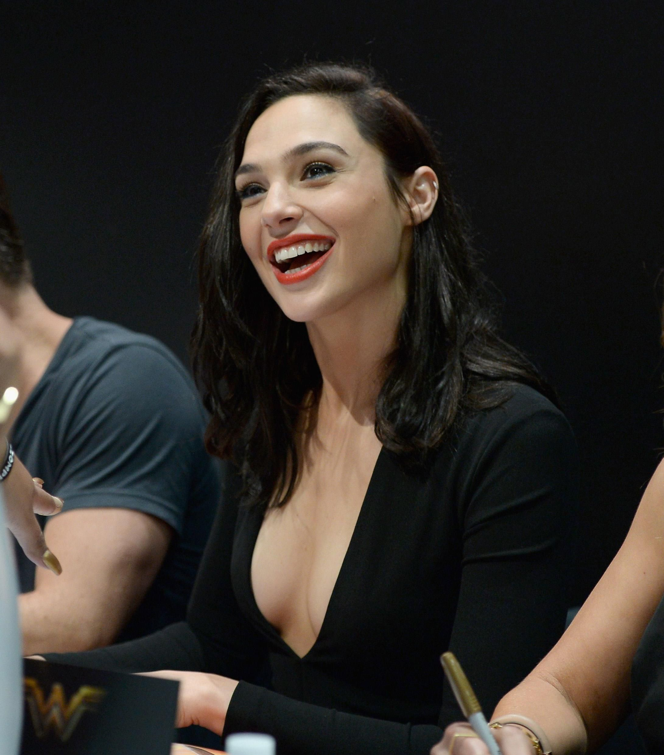 Celebrity Fakes > Images newest > Wonder-Woman | CFake.com