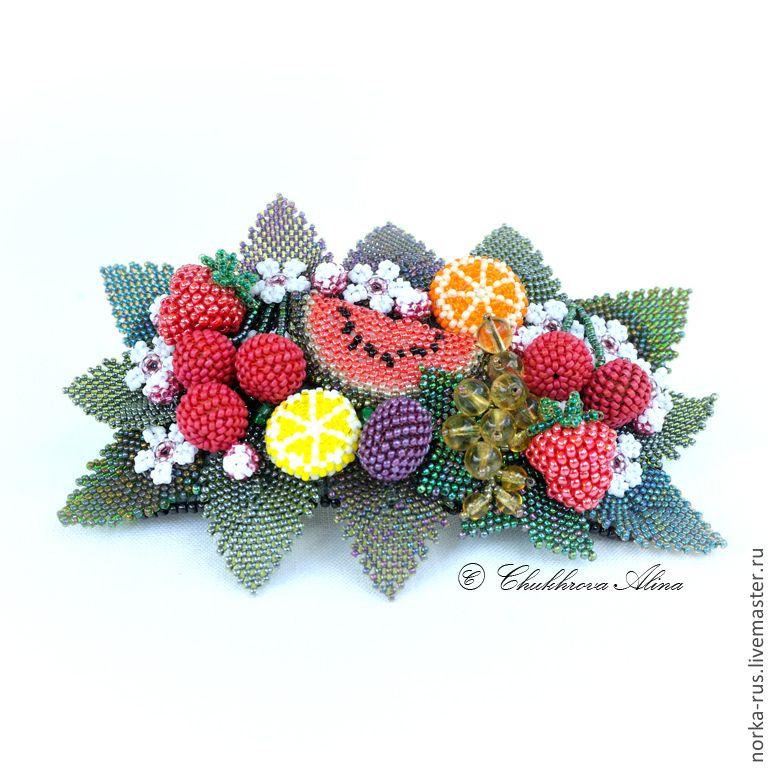 Цветок с красными метелками