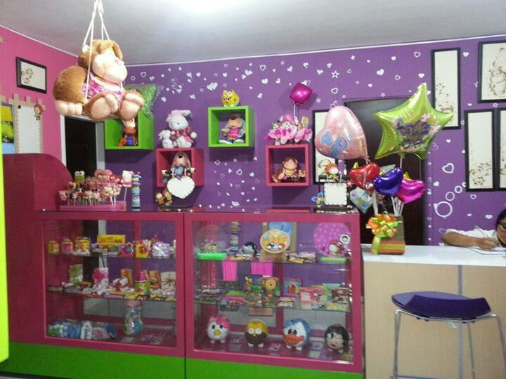 Pin de uphallee maniam en toy store pinterest tiendas for Decoracion de negocios