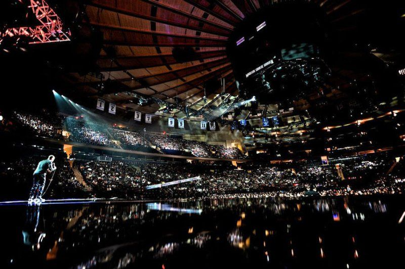 Kevin Hart Onstage At Madison Square Garden Kevin Hart Code Black Let It Be