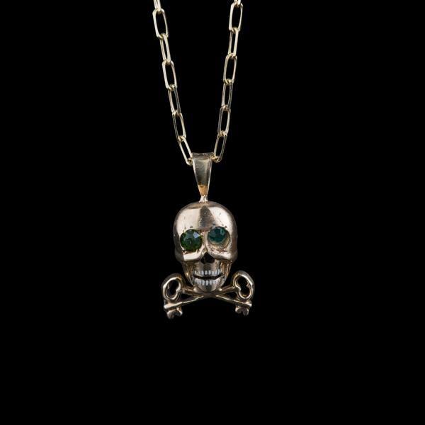 be2c6c70a45 Vintage enamel skull charm   Jewelry Wishlist   Gold skull, Vintage ...