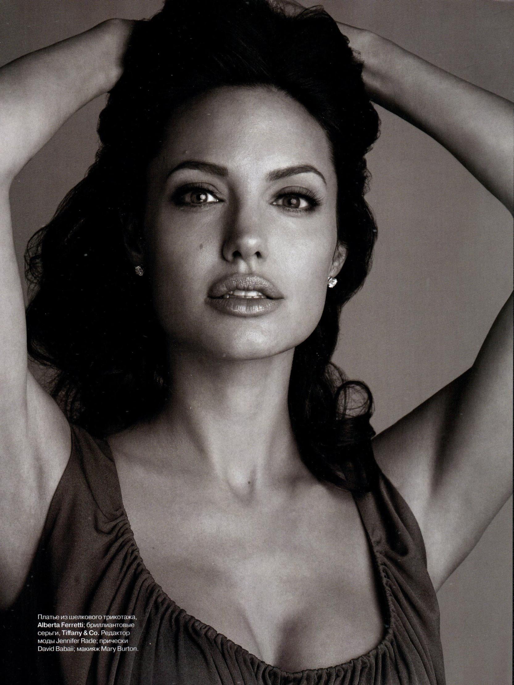 Angelina Jolie Harpers Bazaar 2009