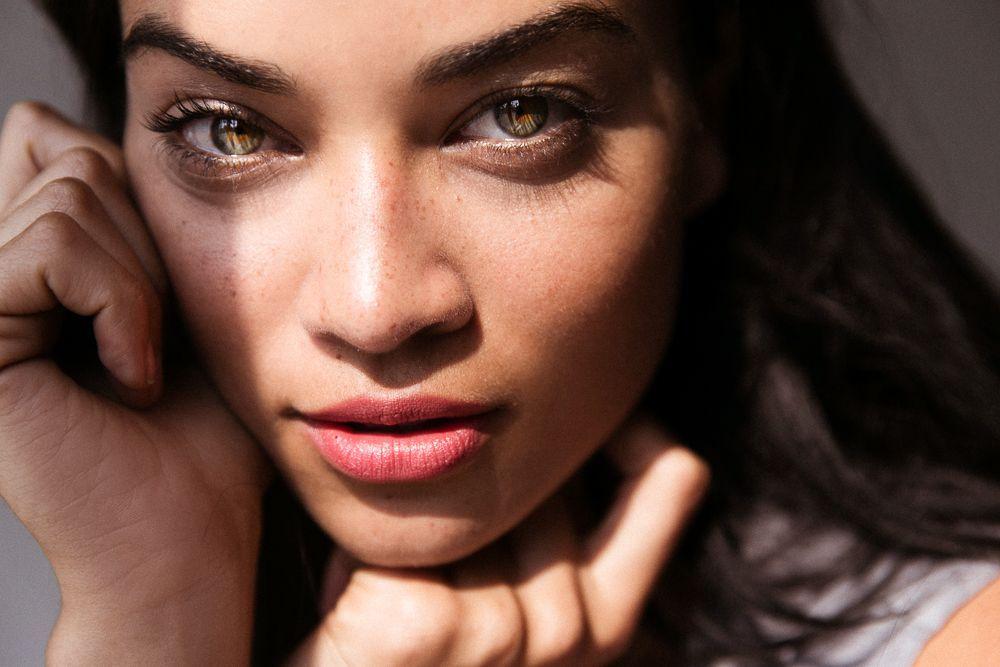 Shanina Shaik In Six Peach Lipsticks -   -