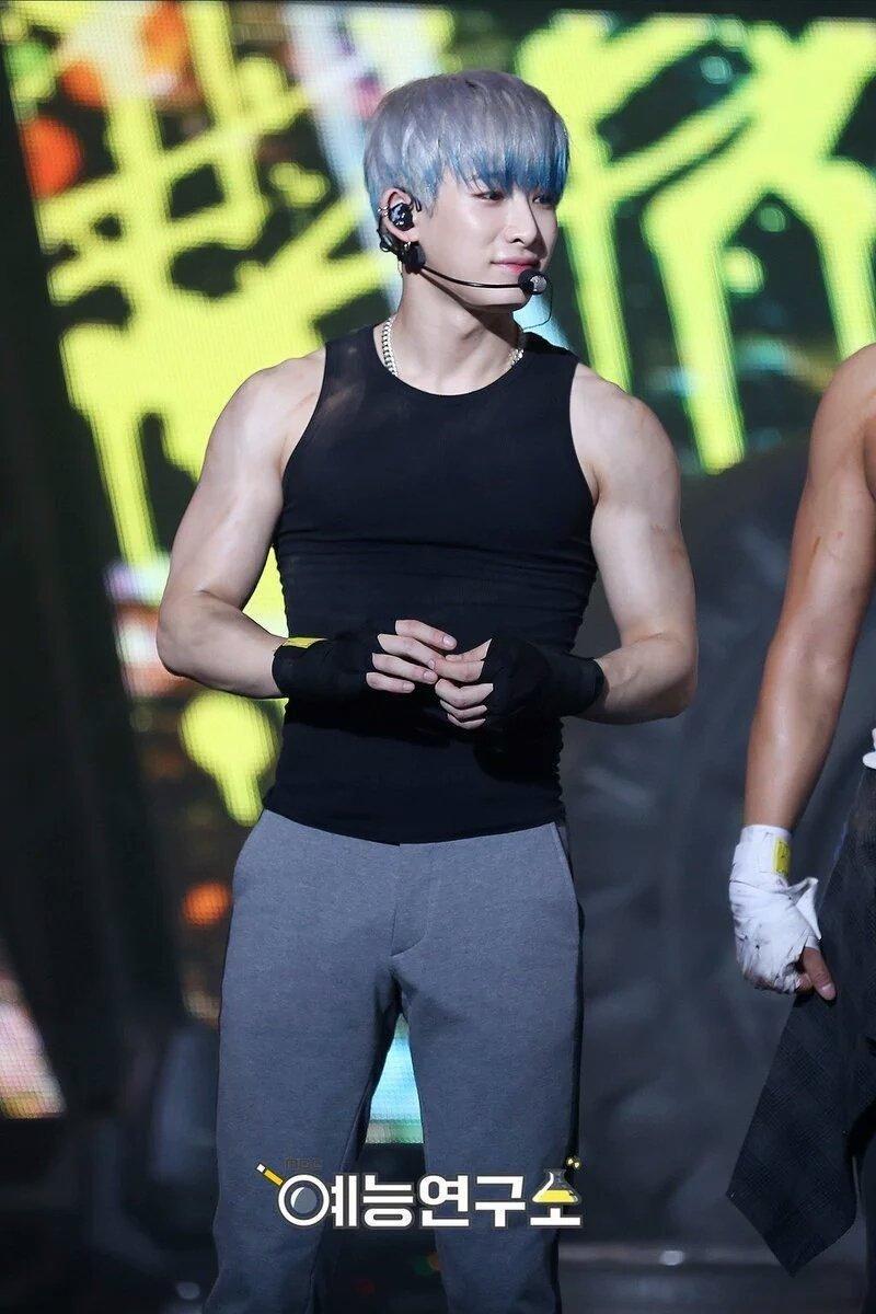 15 Male Idols With The Sexiest Arms In K Pop Koreaboo Monsta X Monsta X Wonho Kihyun