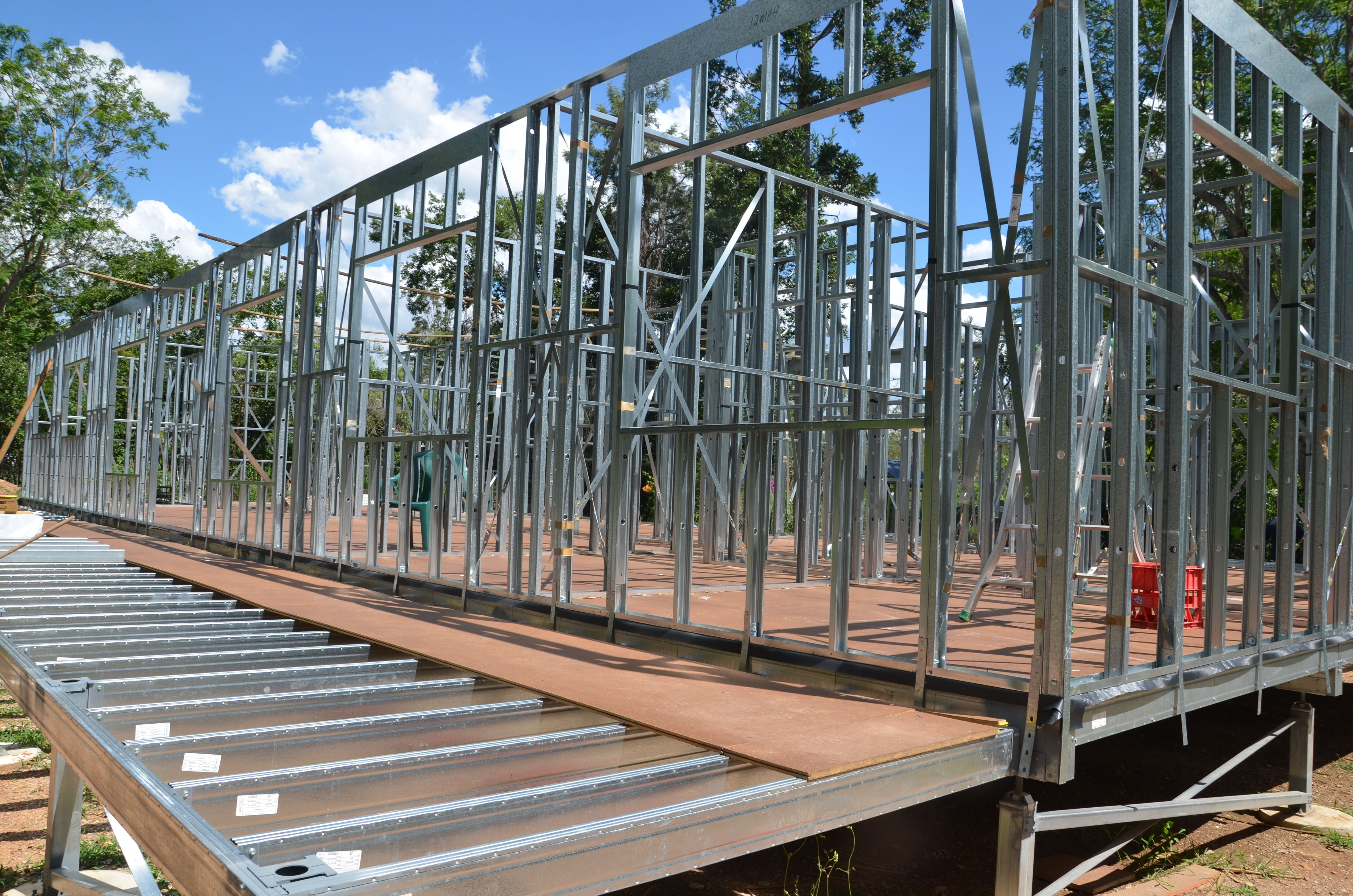 Boxspan deck frame with Step Down from main steel frame house ...