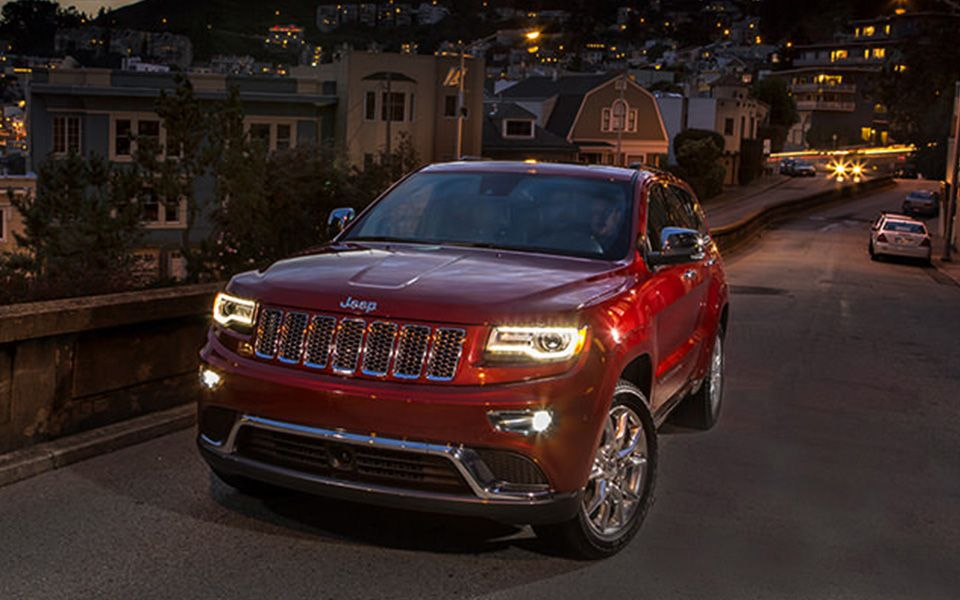 Jeep Grand Cherokee Summit Comes With New Adaptive Hid Headlamps With Signature Led Accents And Daytime Running Lamps To Define The Vehicle Day Or Night Autos