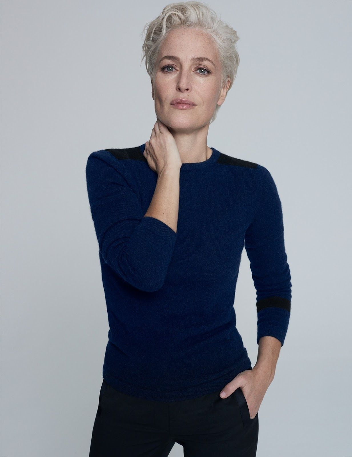 Gillian Anderson | Short hair styles, Gillian anderson, Short grey ...