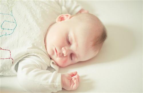 White Cute Baby Sleeping On Bed Wallpaper Cute Baby Sleeping Baby Sleep Cute Babies