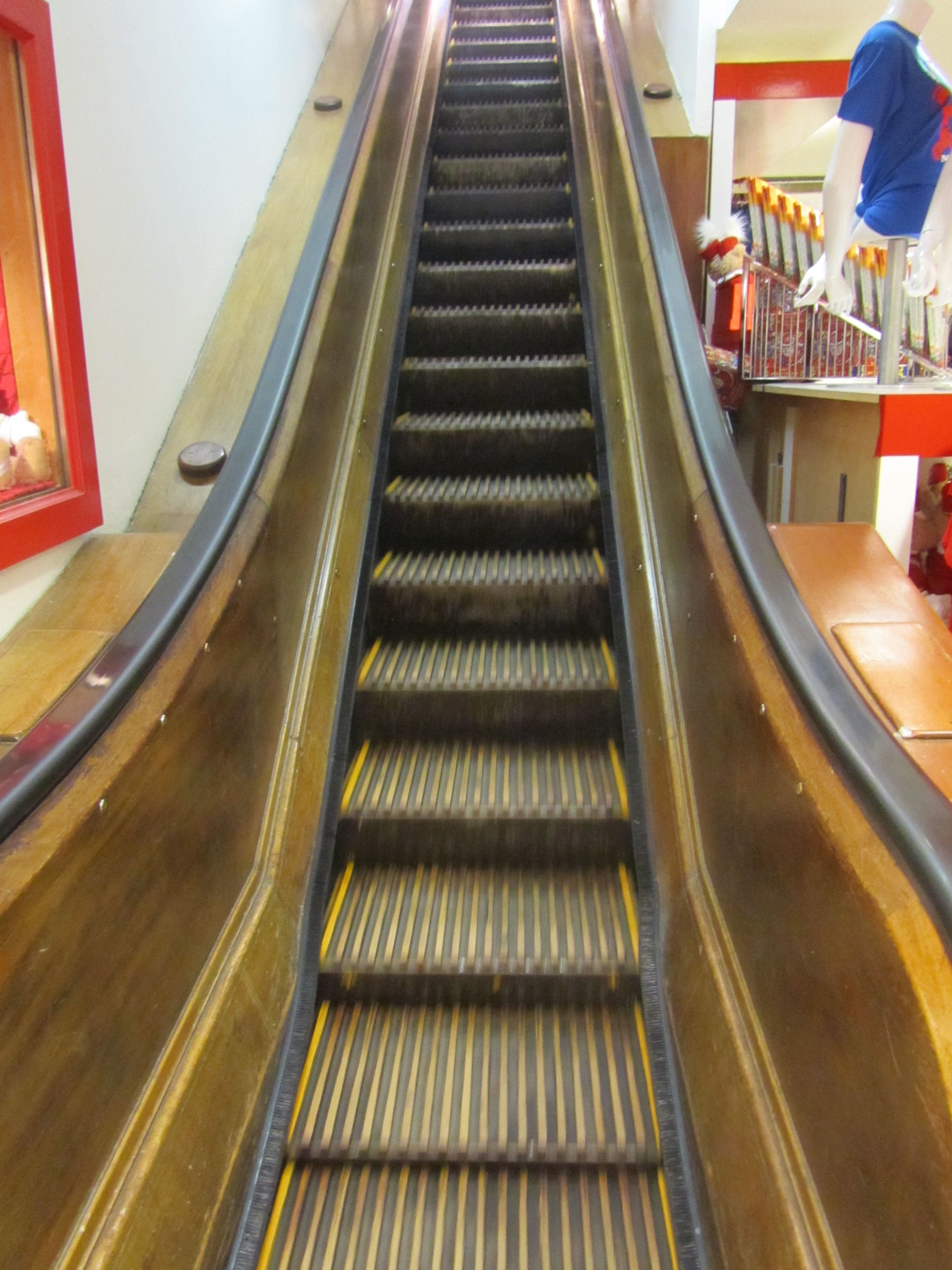 Wooden Escalator At Macy S Ny Imagine The People That Have Home Nyc I New York Escalator