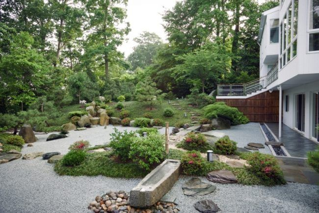 Japanischen-Garten-Anlegen-Design-Gartengestaltung-Kies-Straeucher