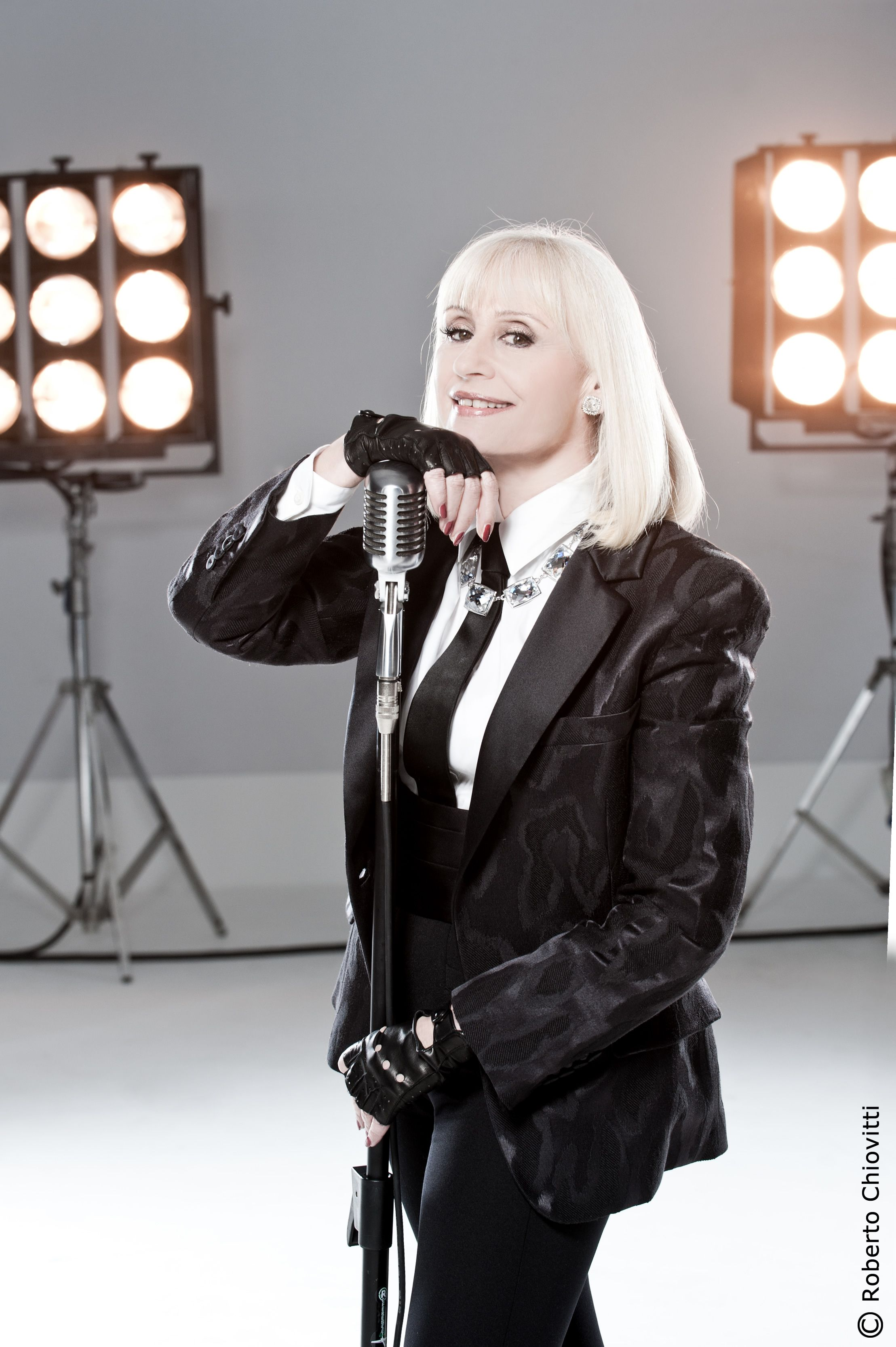 photo Raffaella Carra (born 1943)