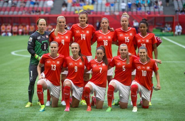 Switzerland Players Pose For A Team Photo Before Playing Ecuador During A Fifa Women S World Cup Soc Fifa Women S World Cup Female Football Player Soccer Match