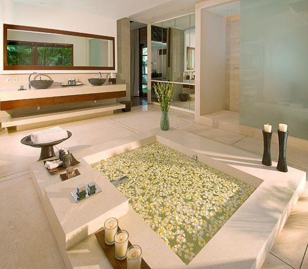 Baño moderno de líneas rectas Doble lavabo Ducha Bañera a ras del