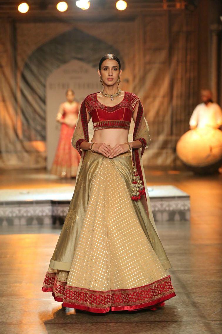 Pin by sahithya reddy on lenghas u saris pinterest indian