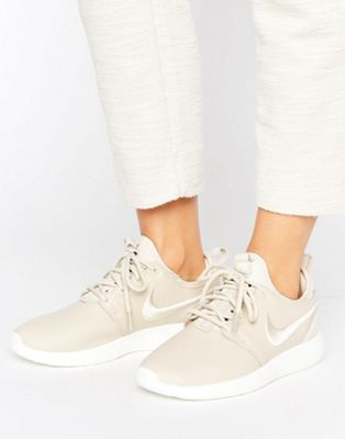 competitive price 3ffbb 2fd8a Nike Roshe 2 Premium Trainers In Beige With Embroidered Swoosh
